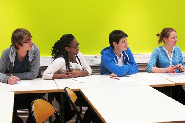 Debatte der Debating Society in Salle Monet