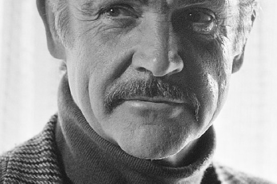 Sean Connery et son col roulé.  (photo: )